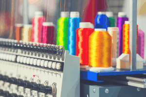 embroidery-machine-with-many-coloured-threads