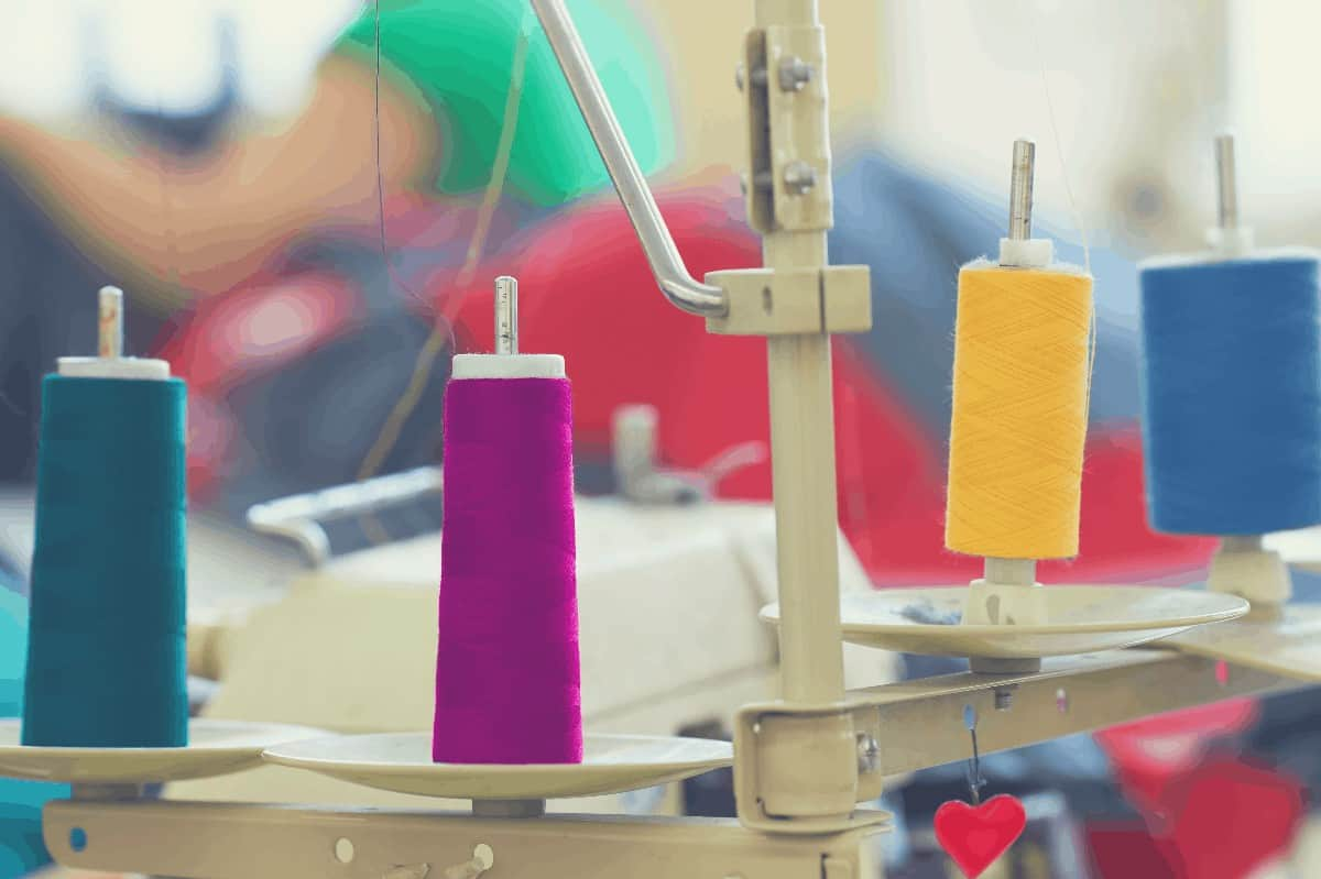colored-thread-on-serger